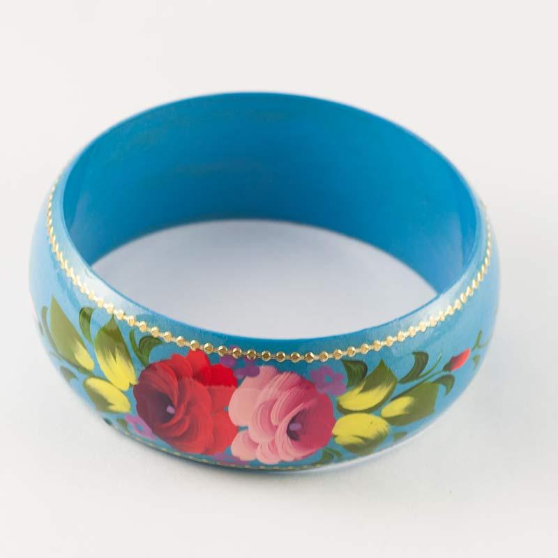 Браслет розы на голубом фоне, фото 1