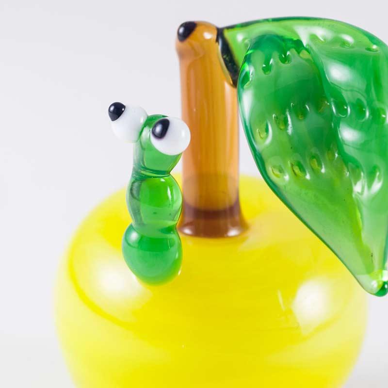 Гусеница в яблоке фигурка стеклянная Насекомые