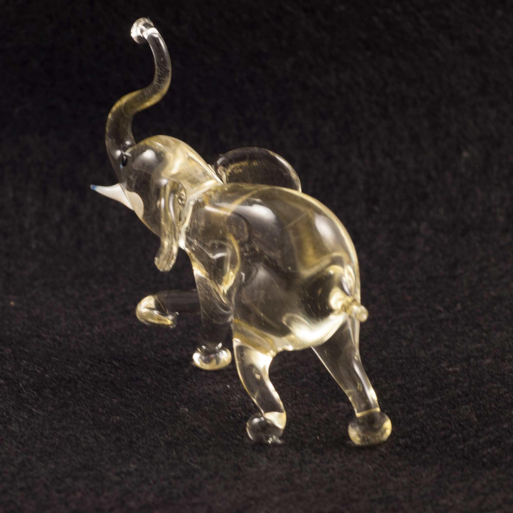 Бежевый слоник Животные