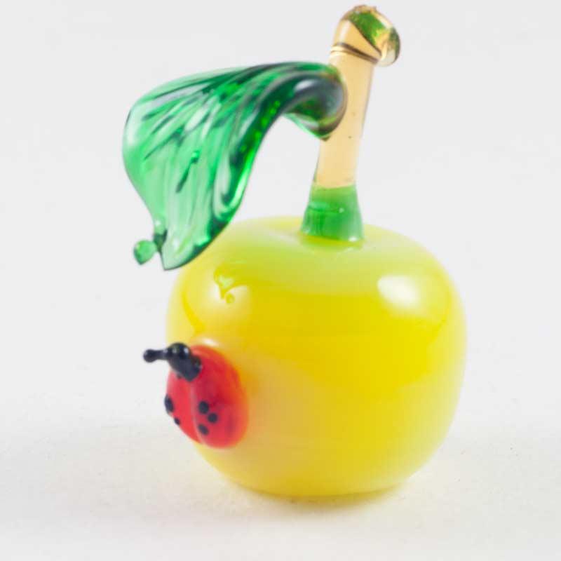 Божья коровка на яблоке фигурка стеклянная Насекомые