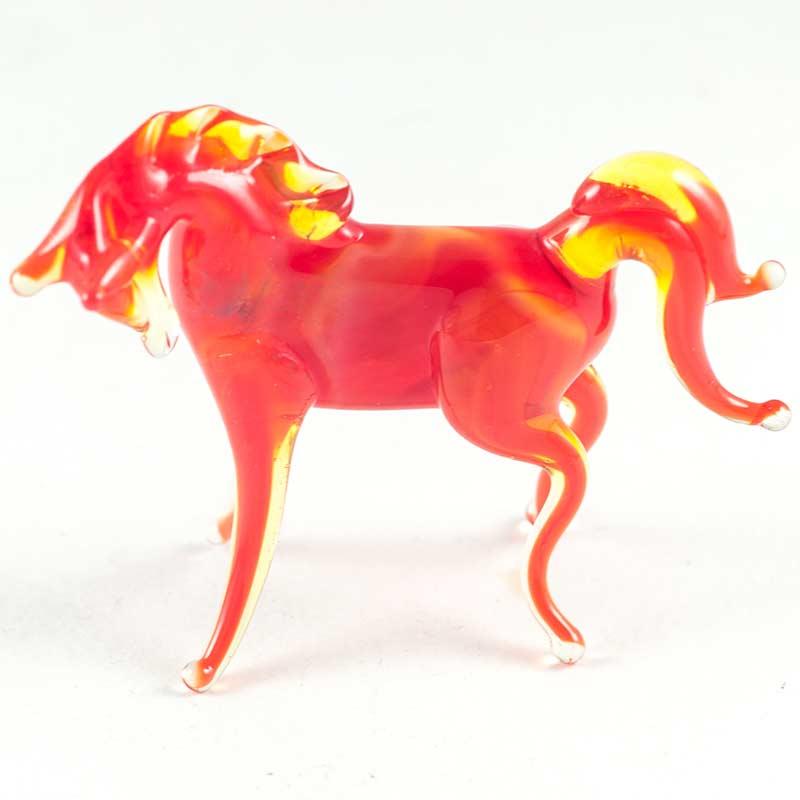 Красная лошадка стеклянная Животные