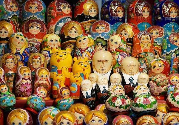 Расписная русская матрешка